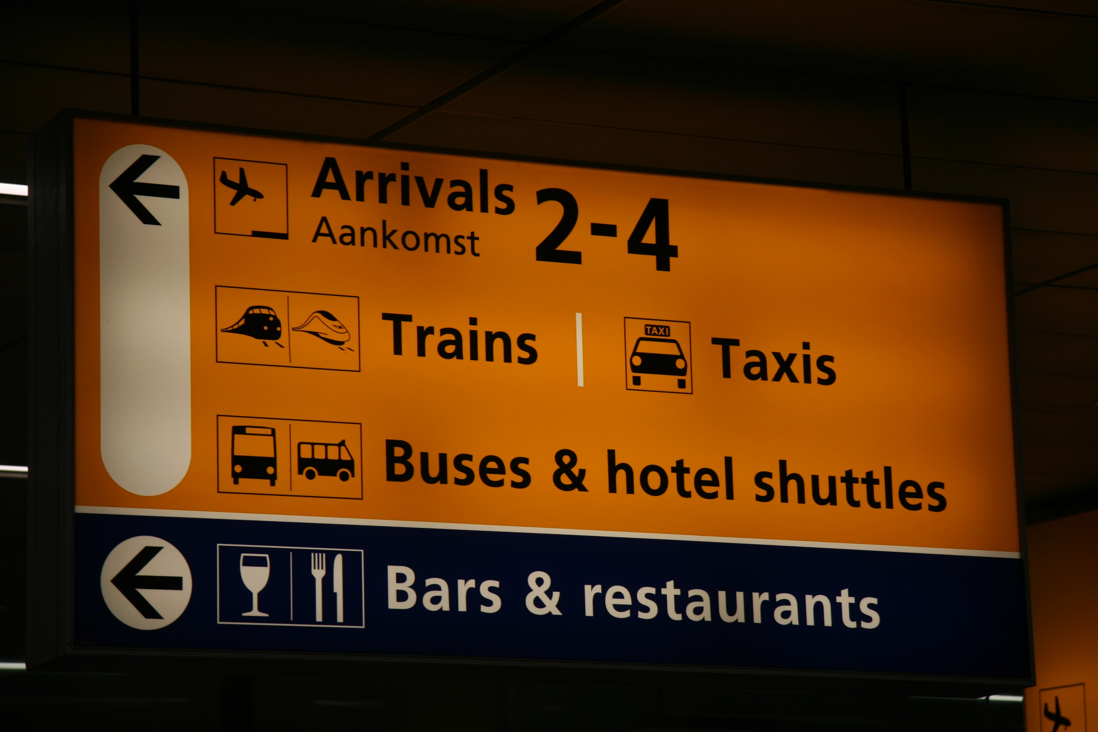 Arrival Aankokmst train and taxis signage