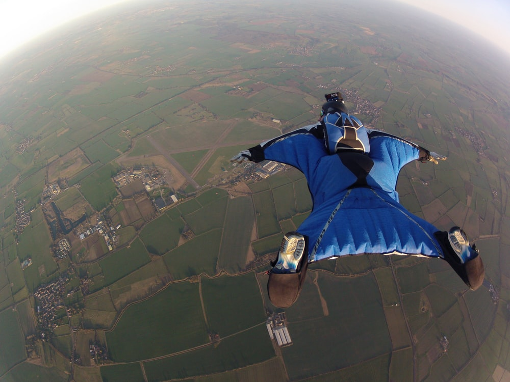 sky diver diving on air