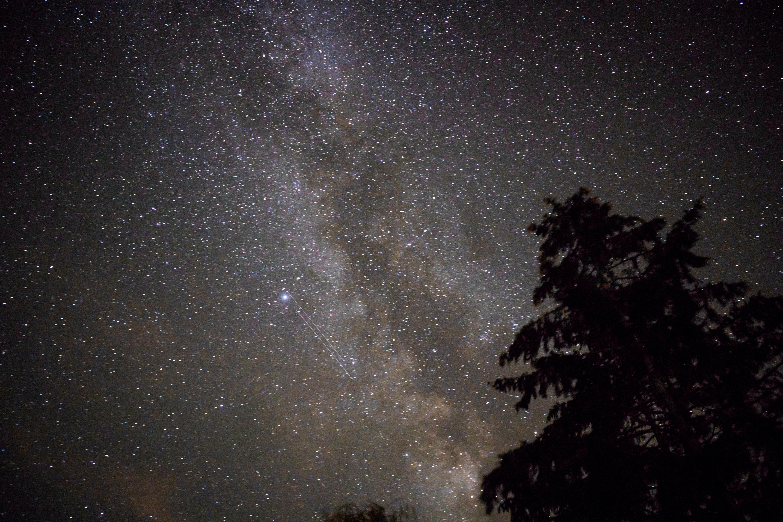 astrophotography of milky way dust lane