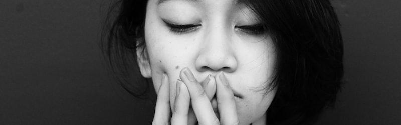 青息吐息(あおいきといき)と「虫の息」の違いは?正しい意味や使い方、英語表現や類語も紹介!
