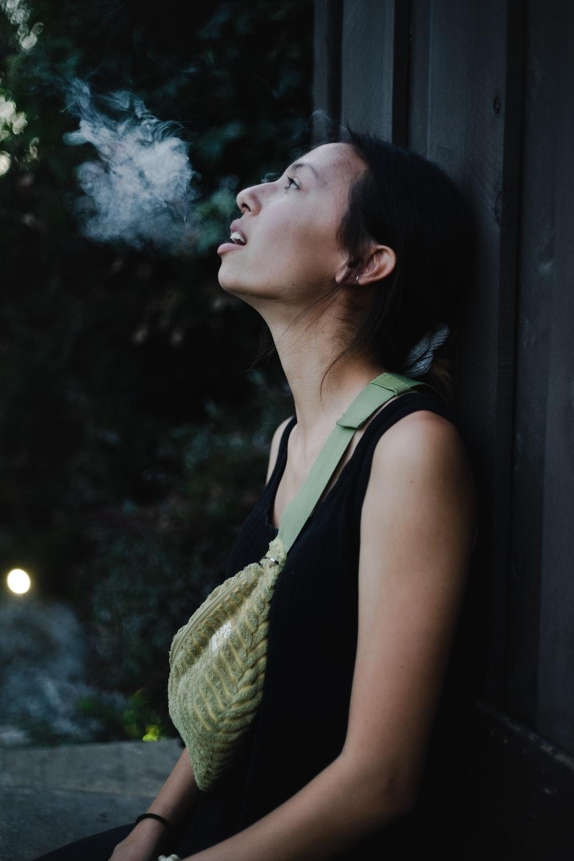 Αποτέλεσμα εικόνας για woman smoking road