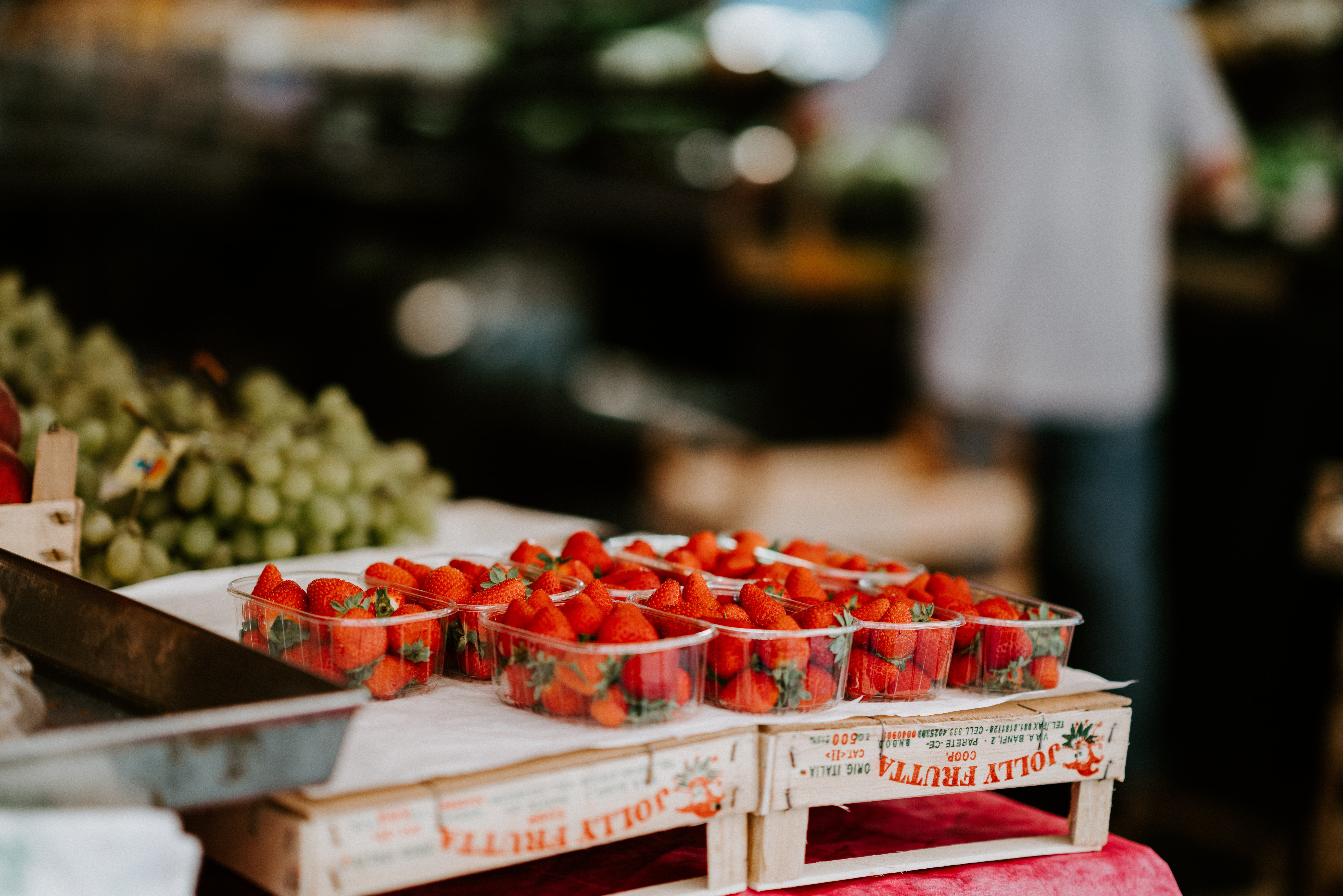 selective focus photography of strawberries