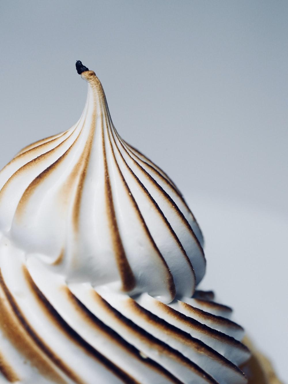 selective focus photograph of sundae