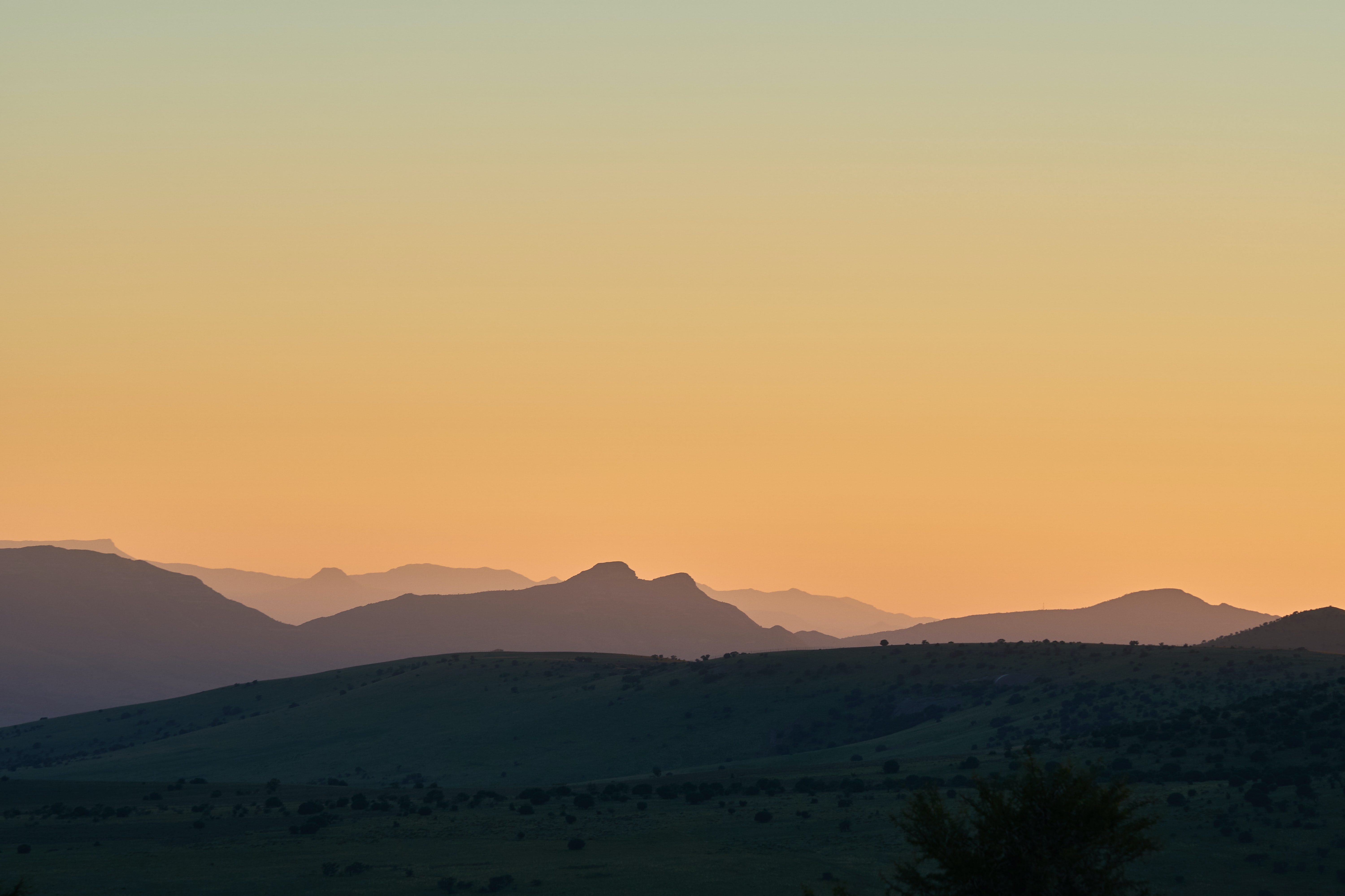 landscape photography of mountains and plain
