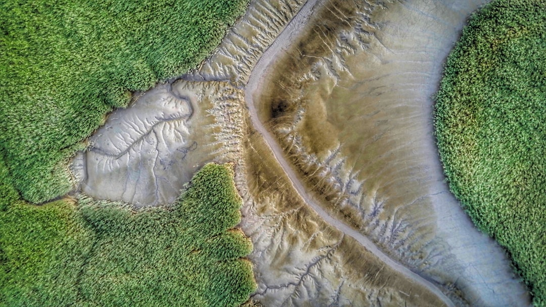 Een slik is een droogvallende plaat in een getijdengebied. Slikken vallen droog bij laagwater en lopen onder water bij hoogwater.  Shot with my DJI Mavic Pro Drone