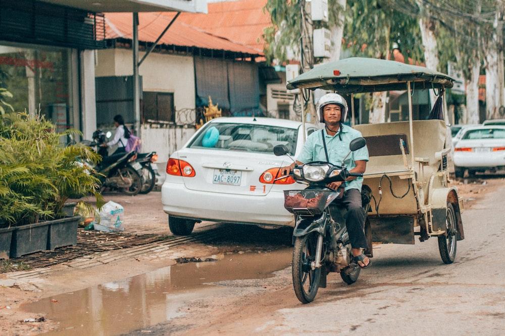 man riding on black underbone motorcycle