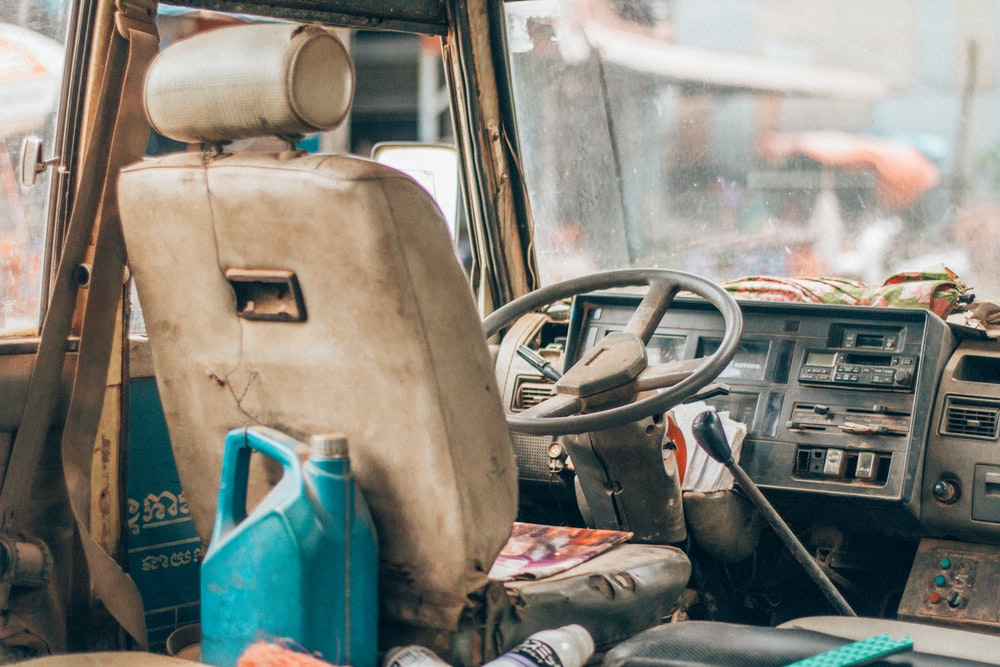 beige leather car bucket seat in front of steering wheel