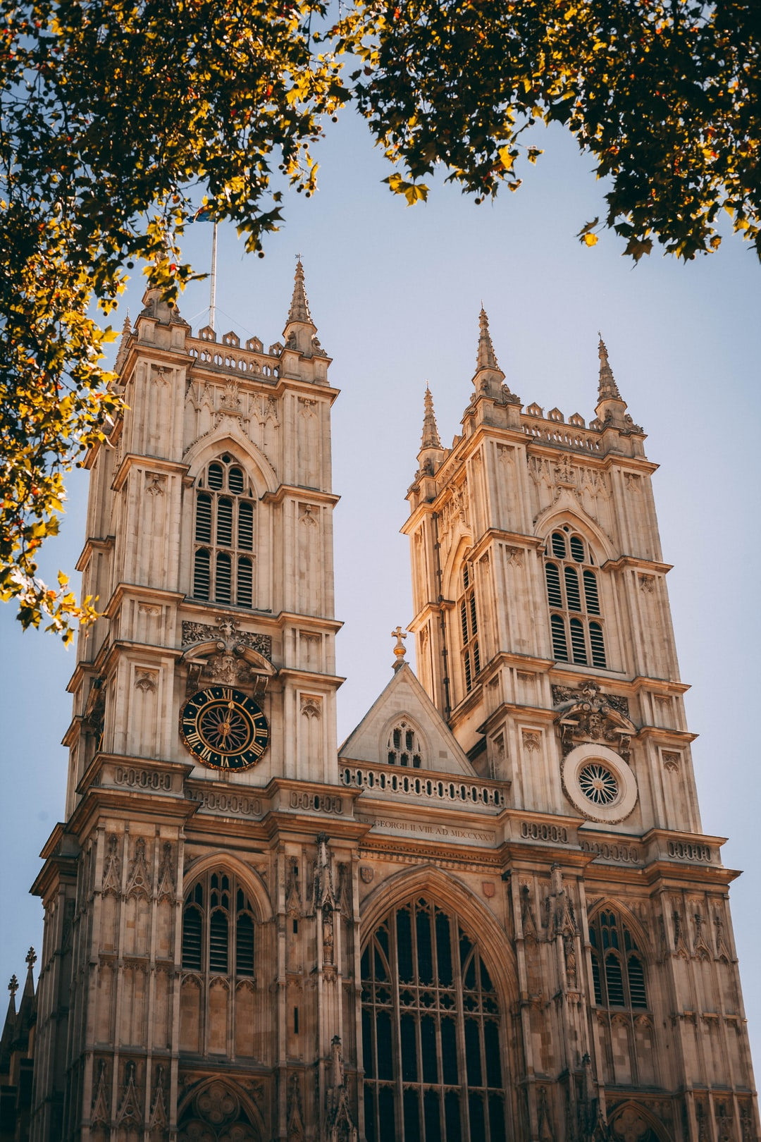 Luckily, during my trip in London, the weather was just amazin. No clouds, pure sun, something you don't see everyday! And I believe this photography is one of my best during this trip because of the light, weather and of course subject. The Westminster Abbey