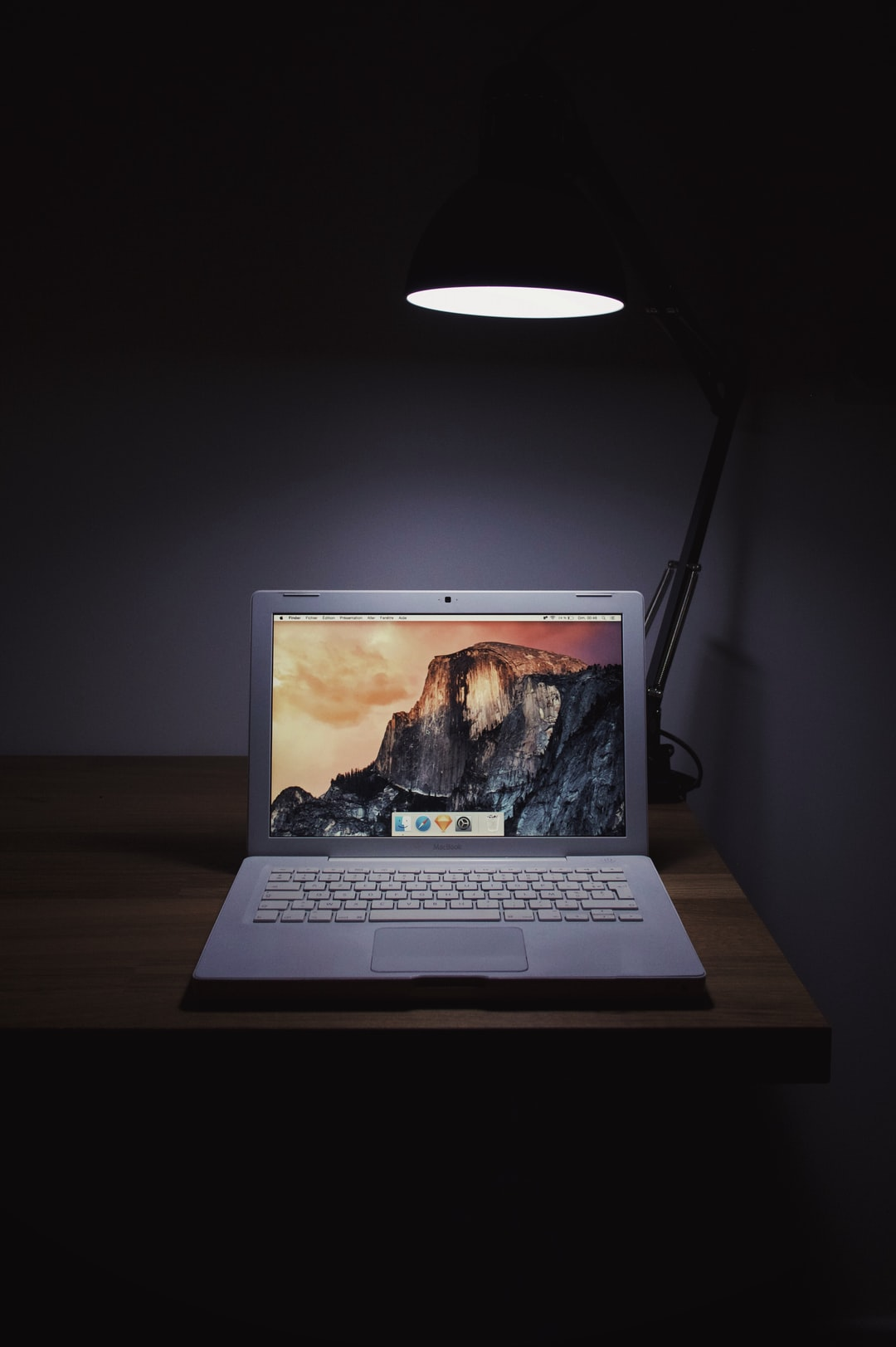 Macbook late 2008 by Apple