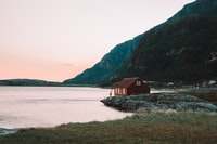 When you think about north Norway, fisherman, lonely house in the country side that's what you picture. Stereotype but still impressive how peaceful this place was, quite at the sunrise.