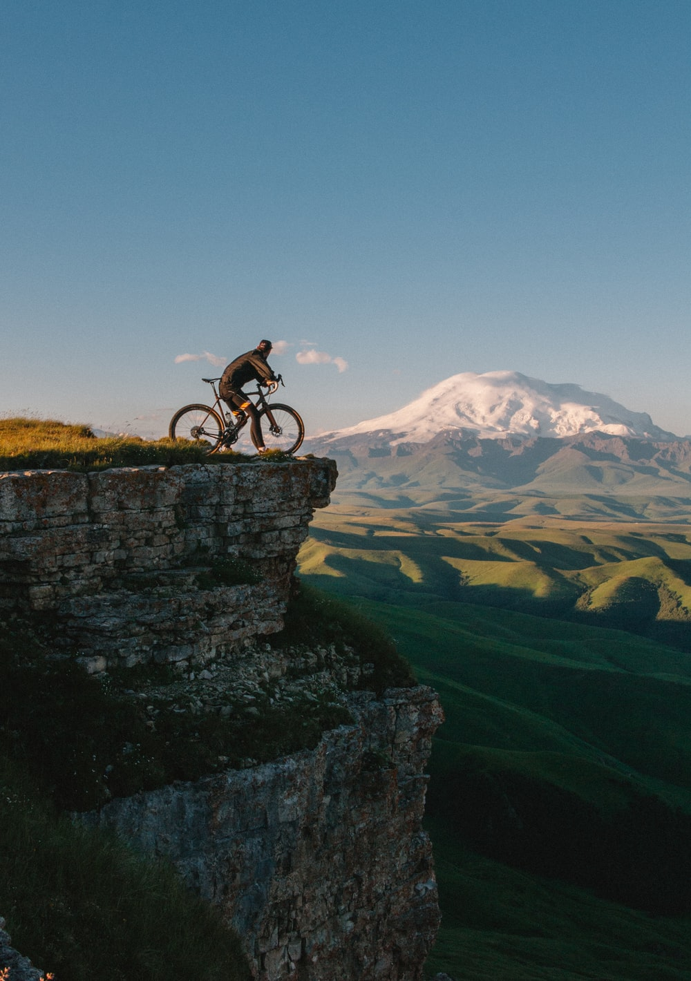 100 Cycling Pictures Hd Download Free Images Stock Photos On Revo X Cosmic White Jepara Man Riding Bike Cliff At Daytime