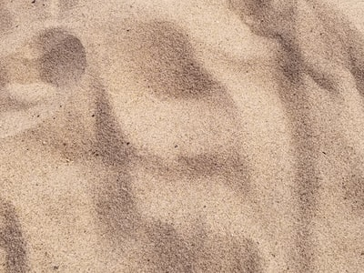 focus photo of brown sand sand zoom background