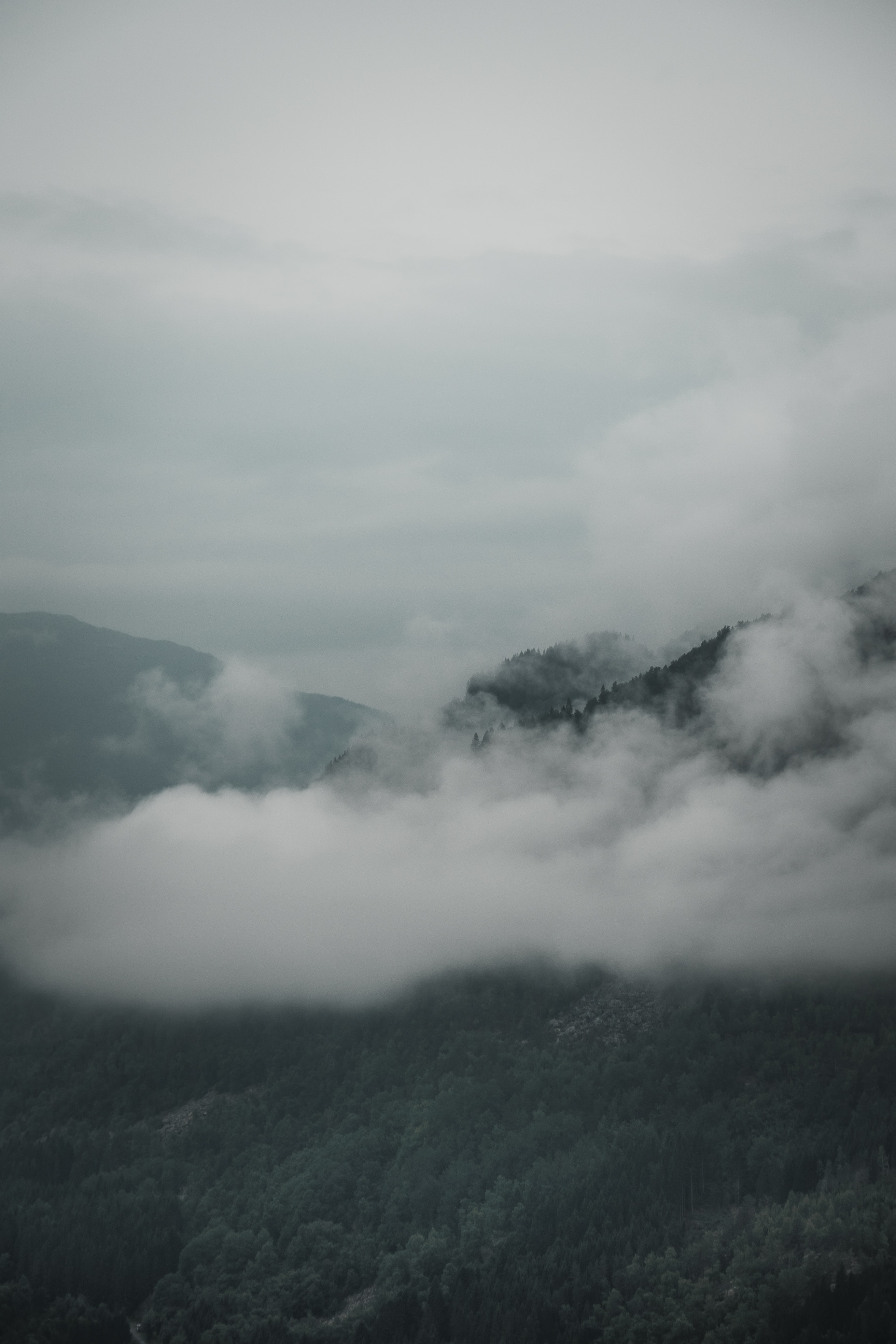landscape photo of mountain with clouds
