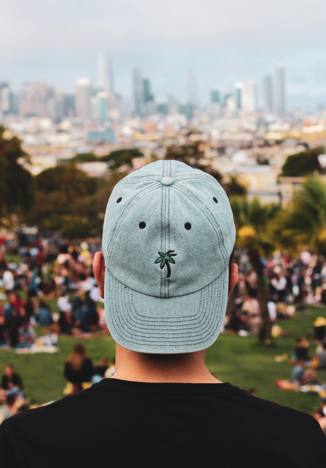 Mission Dolores Park has everything — the views, the open space, the lively people, and most importantly, the palm trees. I had one of my favorite hats with me that ended up being perfect for the occasion. I let my friend borrow it to create this shot — def one of my favorites.