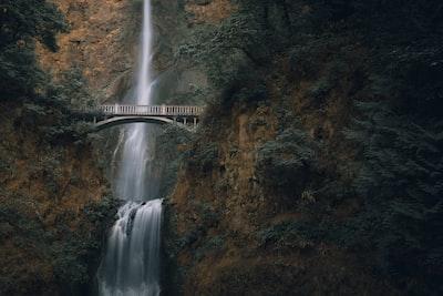 waterfalls during daytime oregon teams background