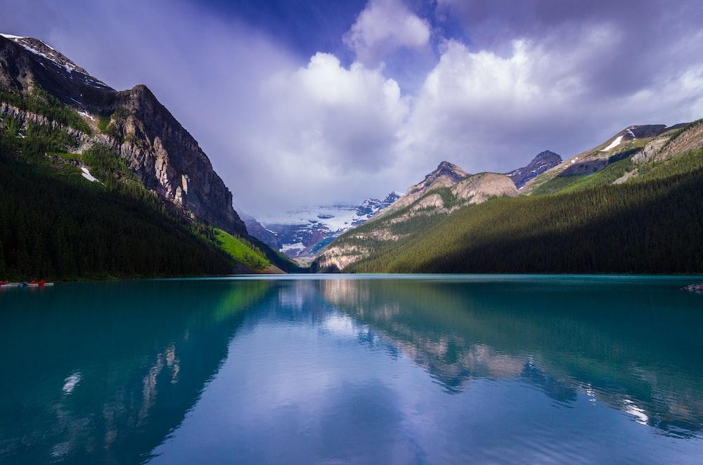 lake during daytiem