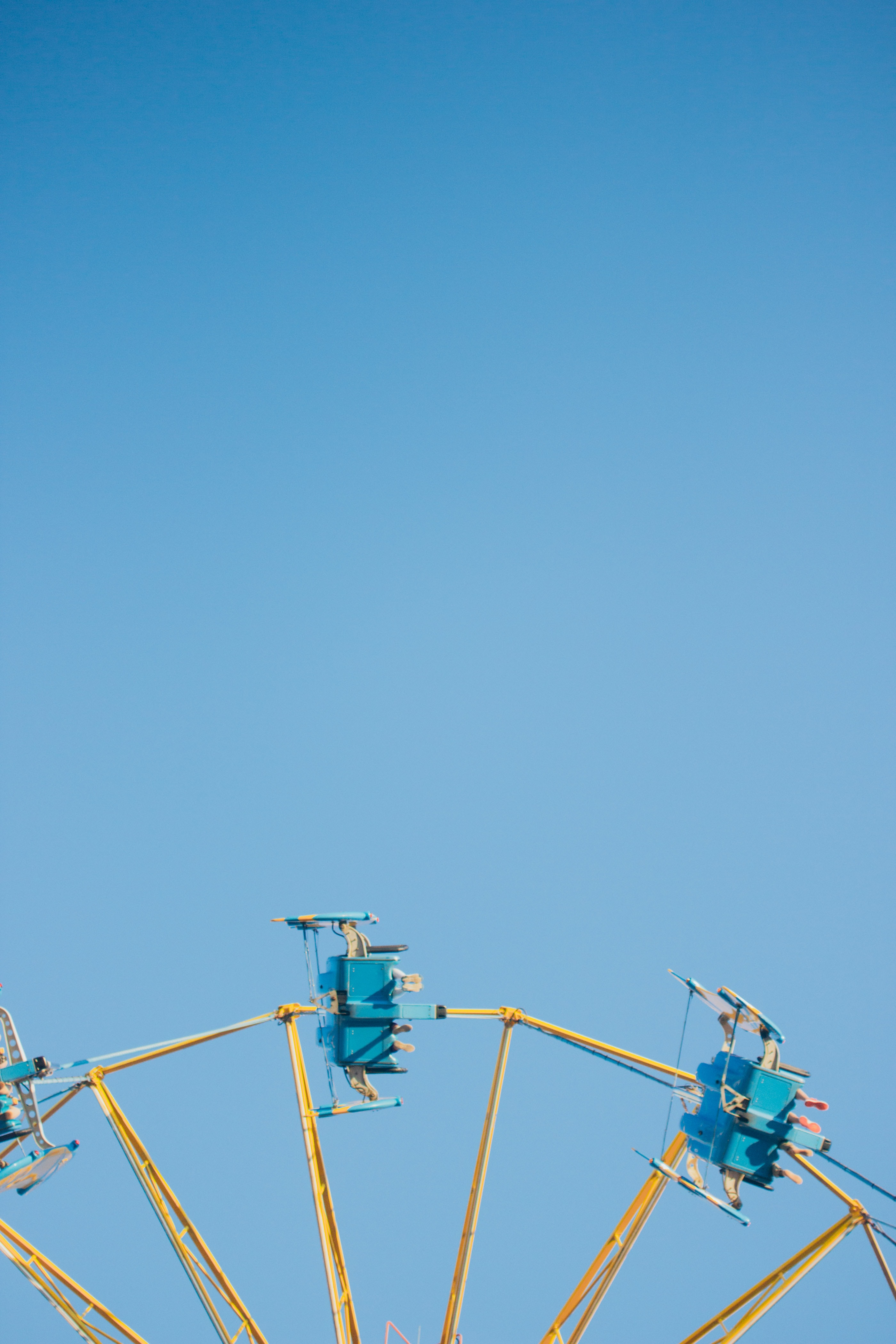 blue and yellow amusement park ride