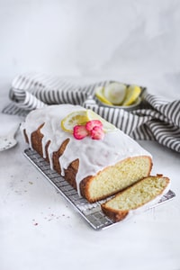 barked bread with lemon fruit and cream