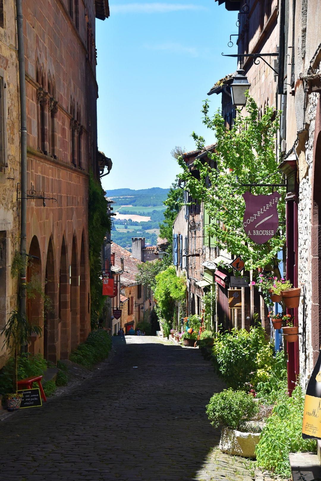 Cordes-sur-Ciel sits above the landscape in Southern France, with endless picturesque cobbled streets and outdoor markets. A beautiful area to explore, particularly on a lovely afternoon (when I took the photo).