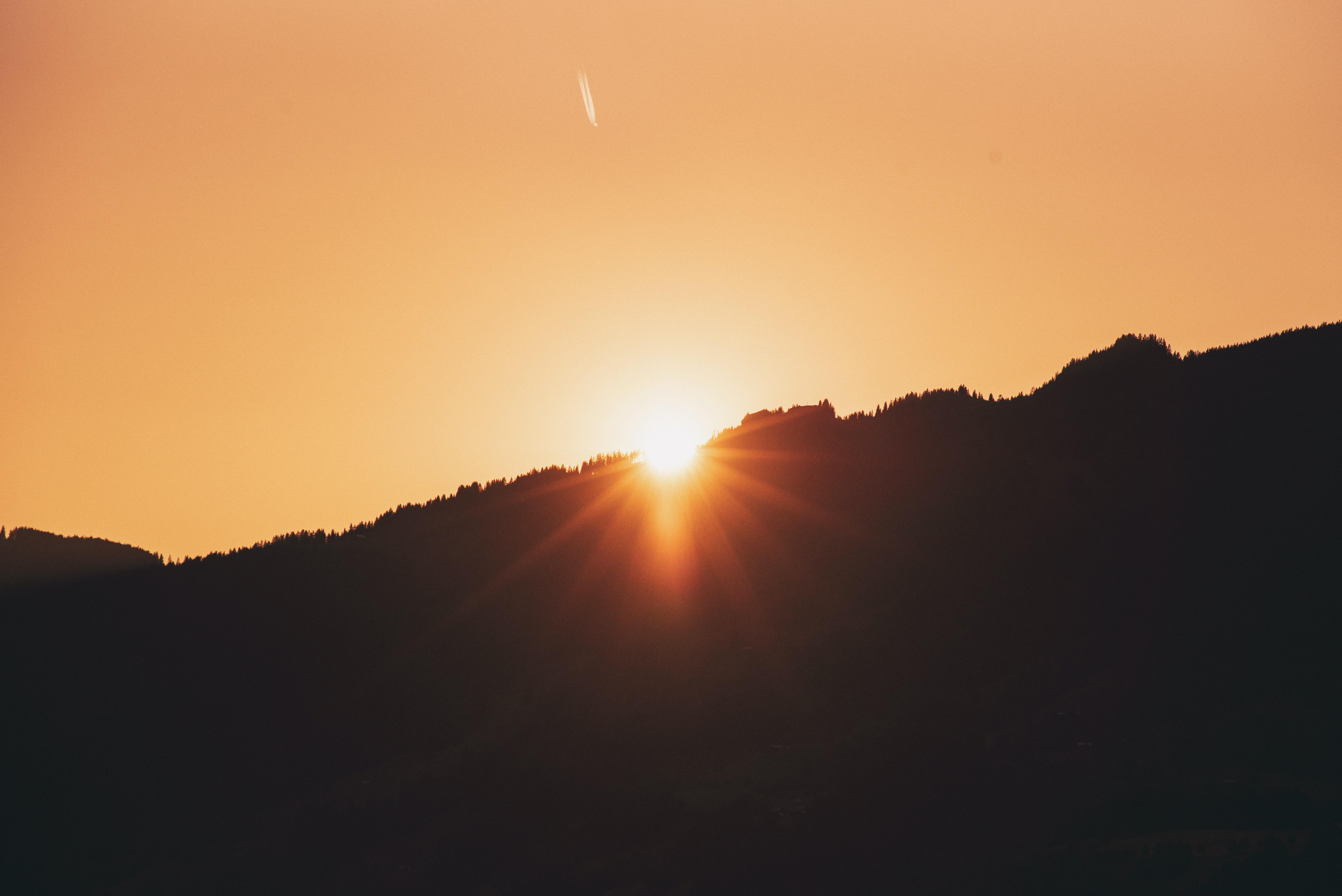 sun rays through mountain