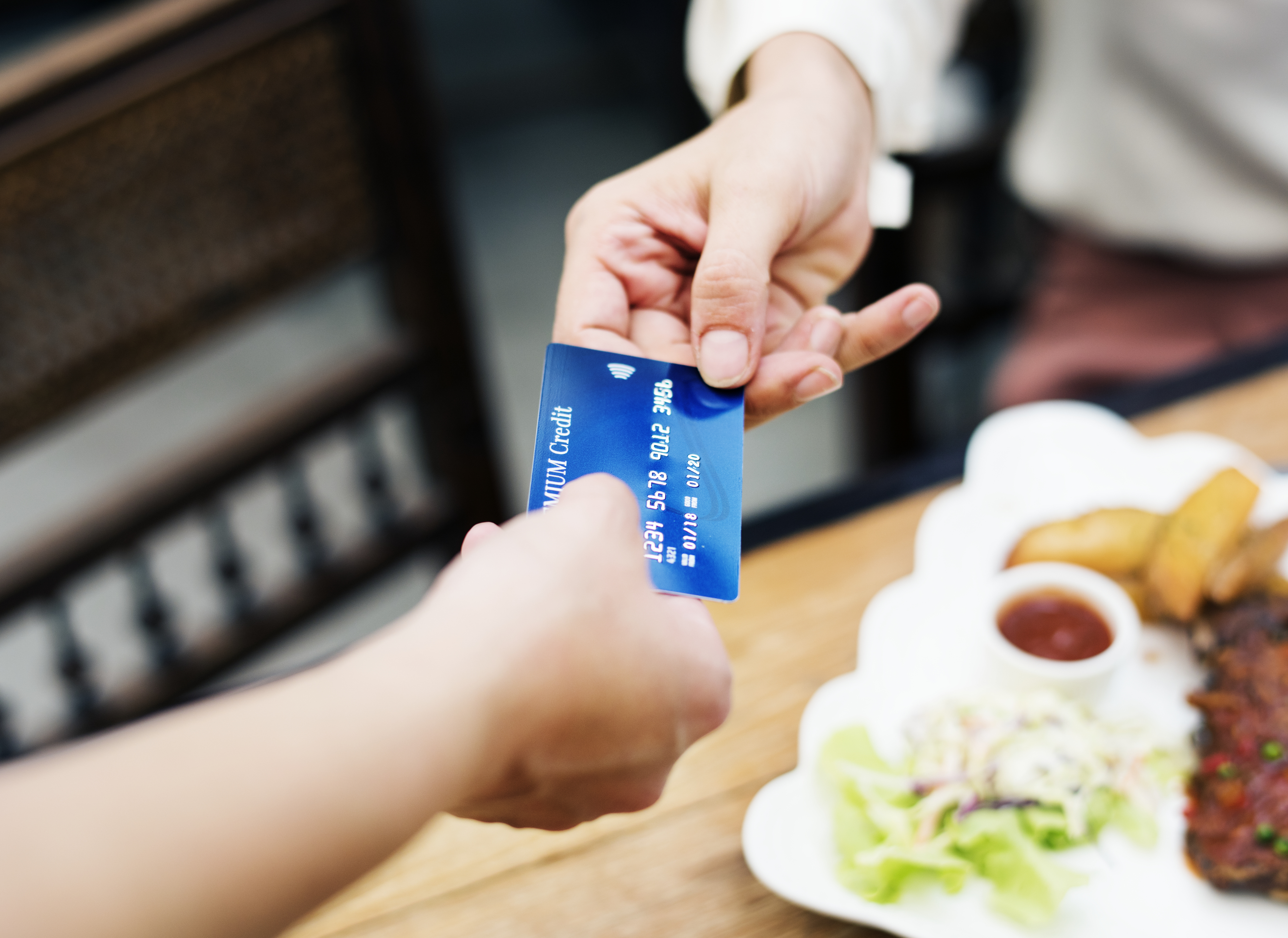 5 Kredit Kad Terbaik Untuk Mereka Yang Baru Mula Bekerja