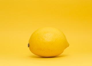 closeup photo of yellow lemon