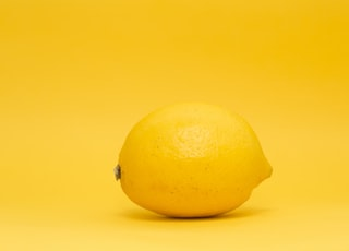 closeup photo of yellow lemon
