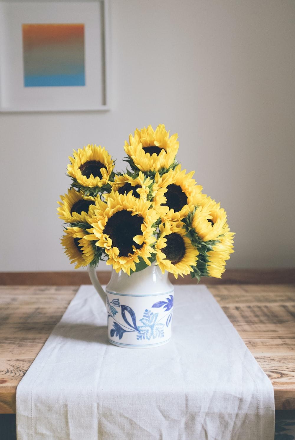 sunflowers table decor
