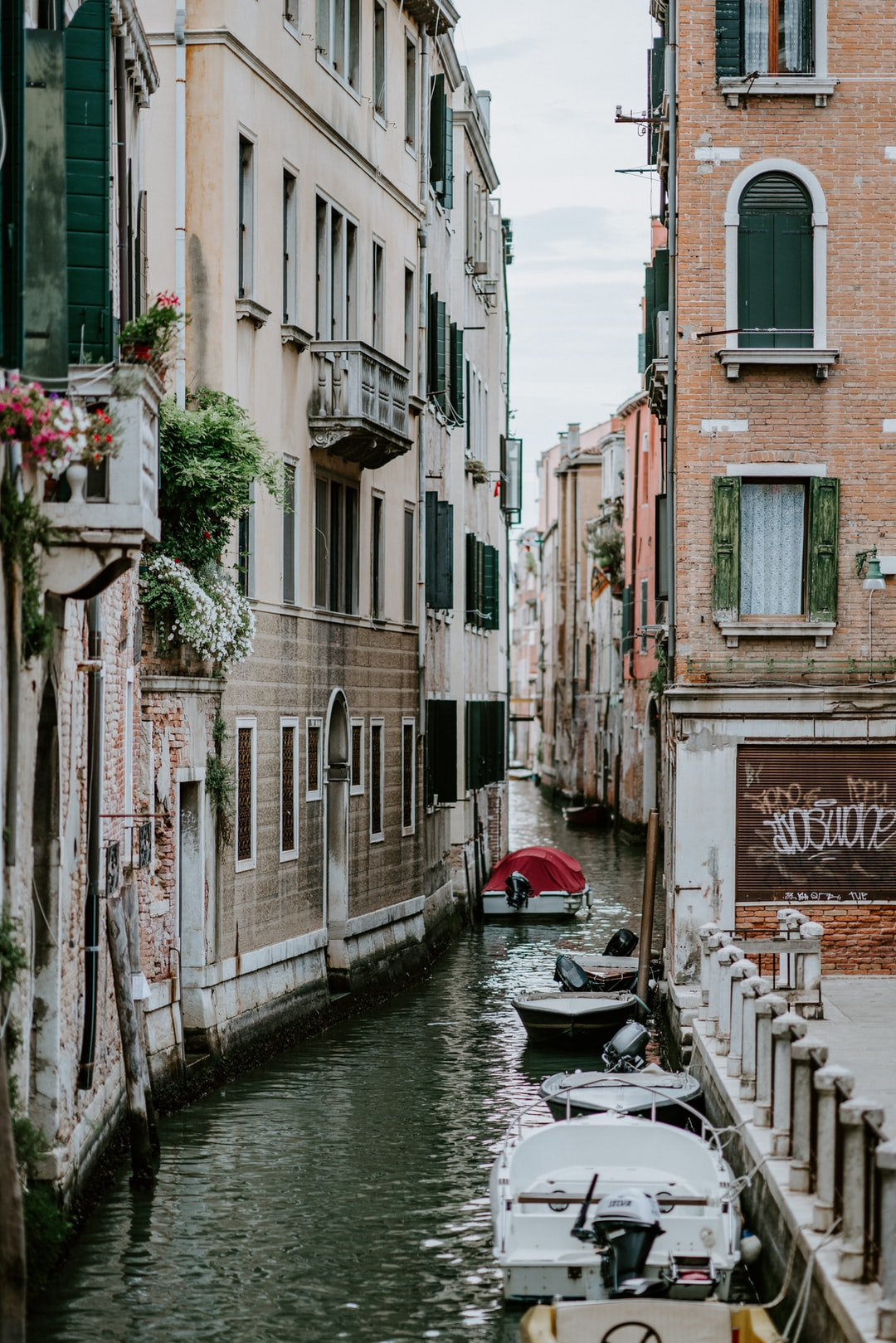 Venice canal, curving round corner
