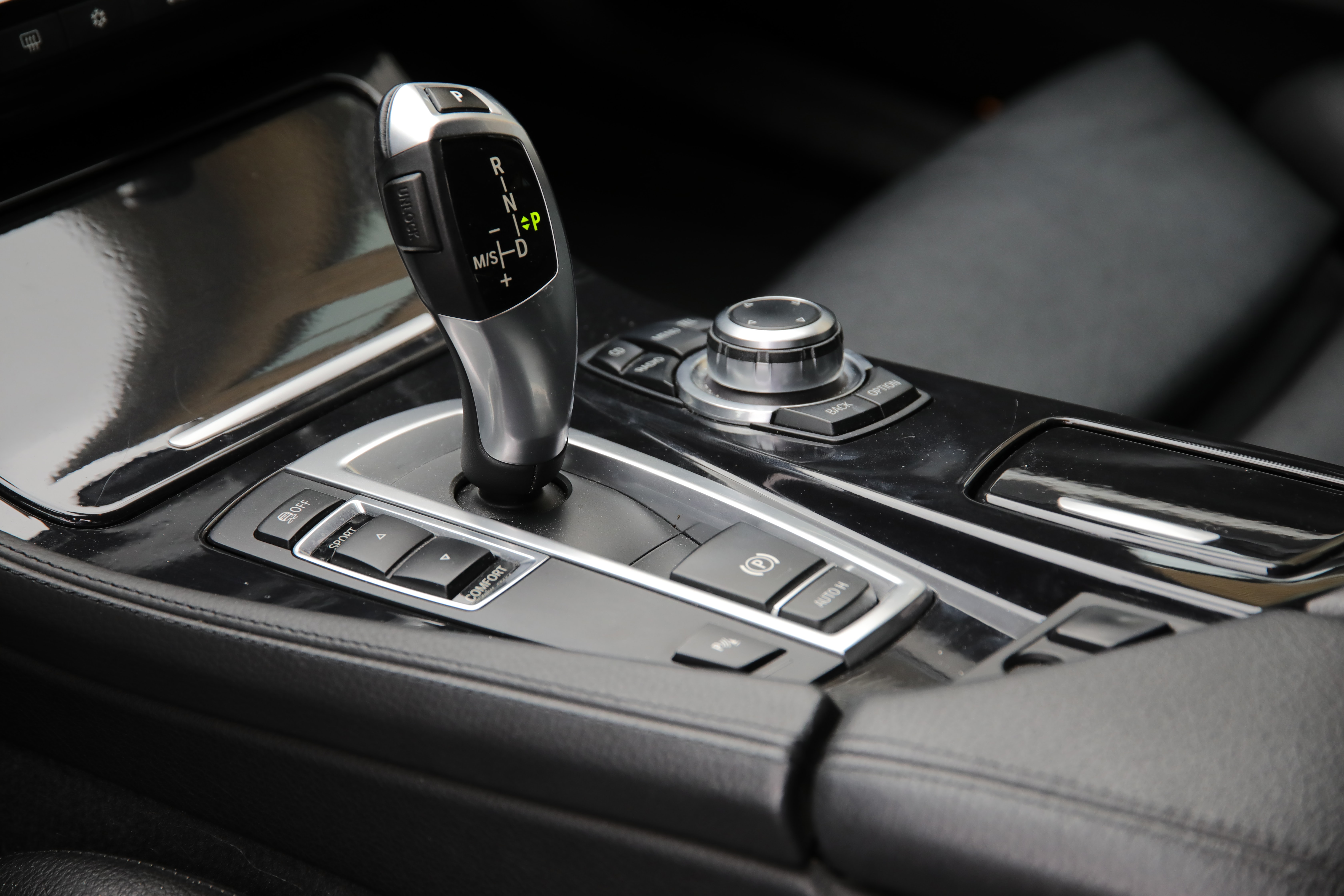 black gear shift