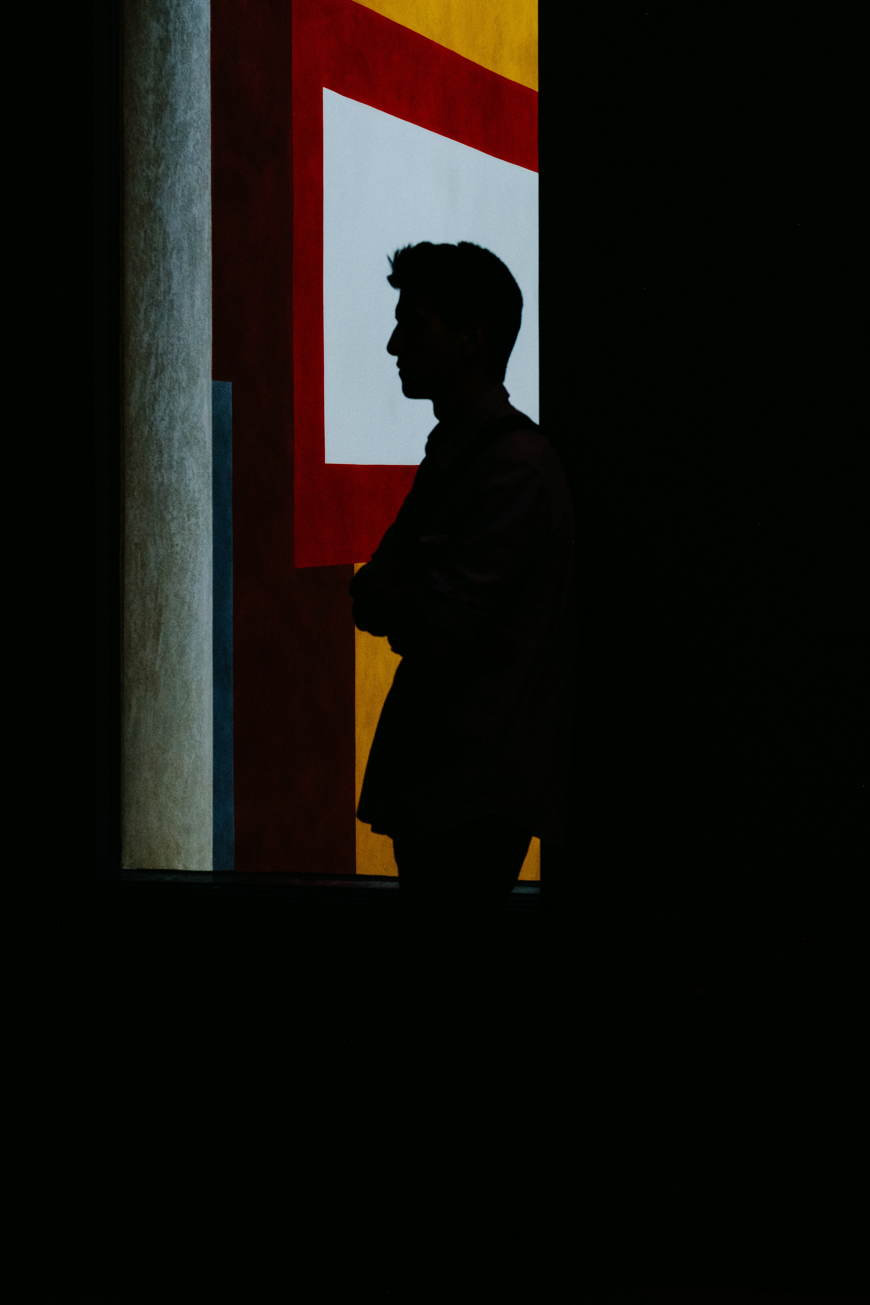 silhouette ofe man leaning on window