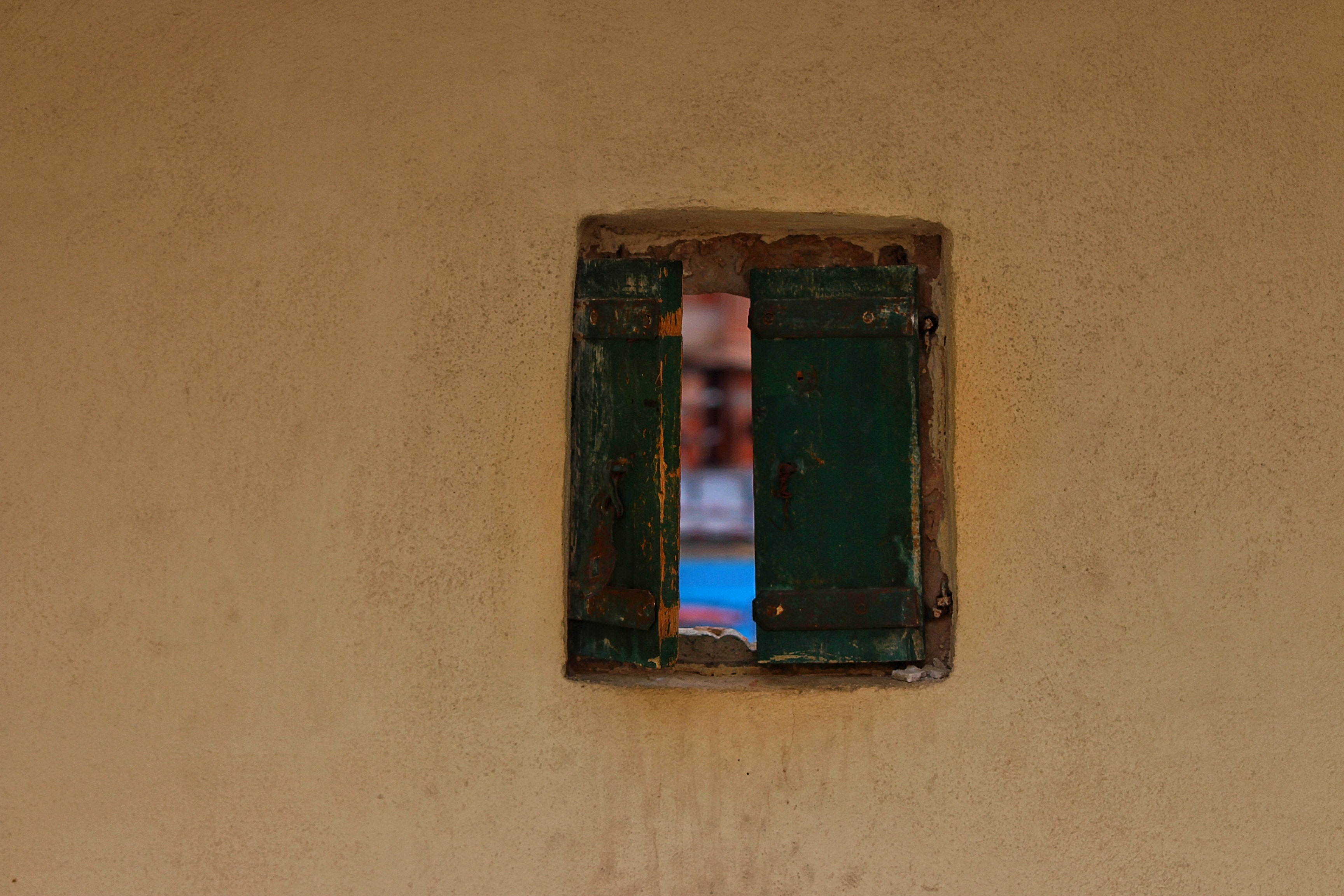 close-up photography of opened blue wooden window