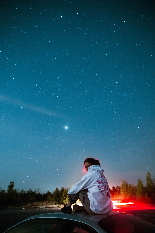 Teenage girl stargazing to help quarantine