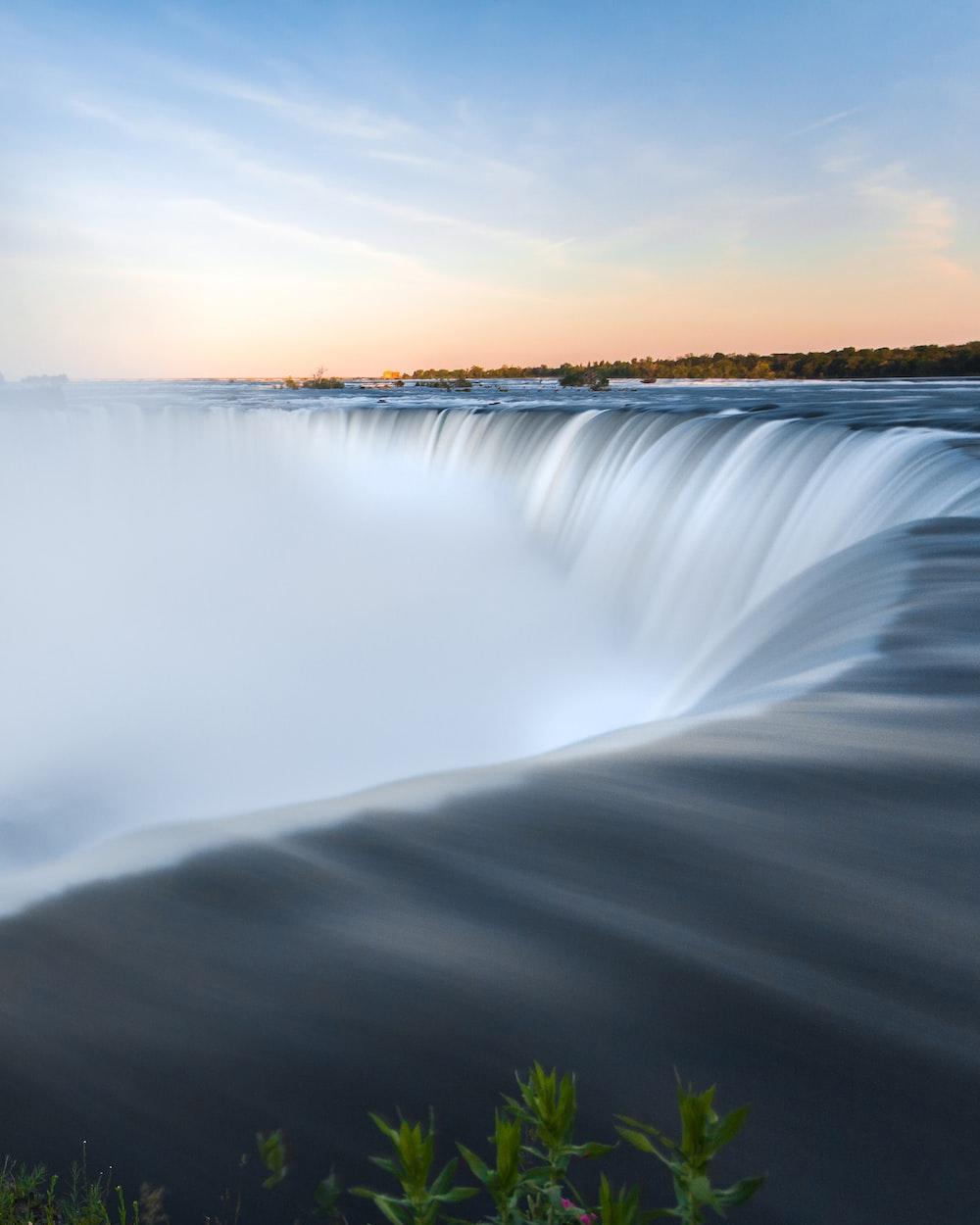 timelapse photography of Niagara falls