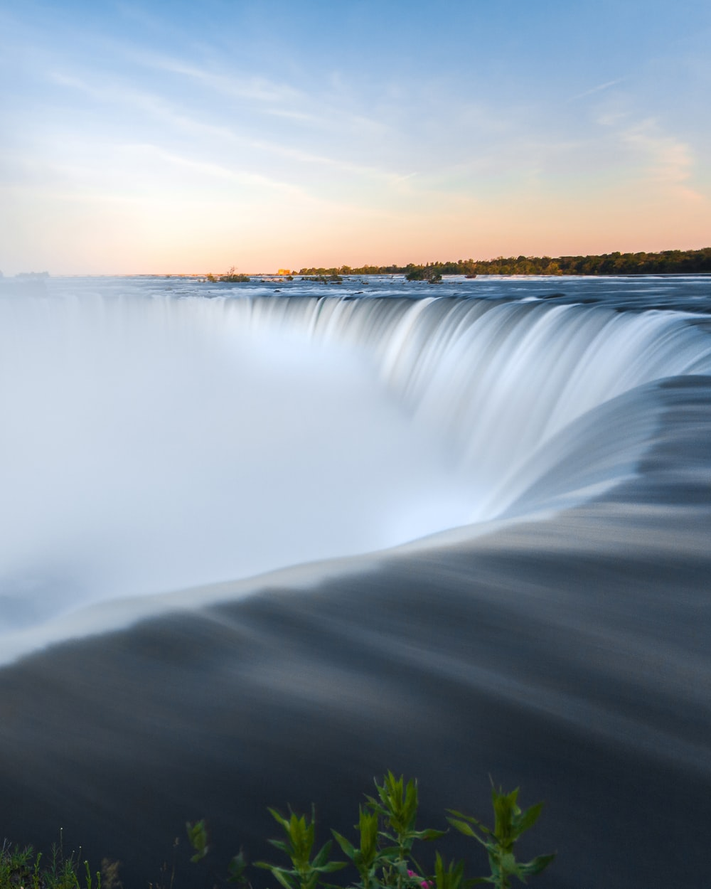 timelapse photography of Niagara falls