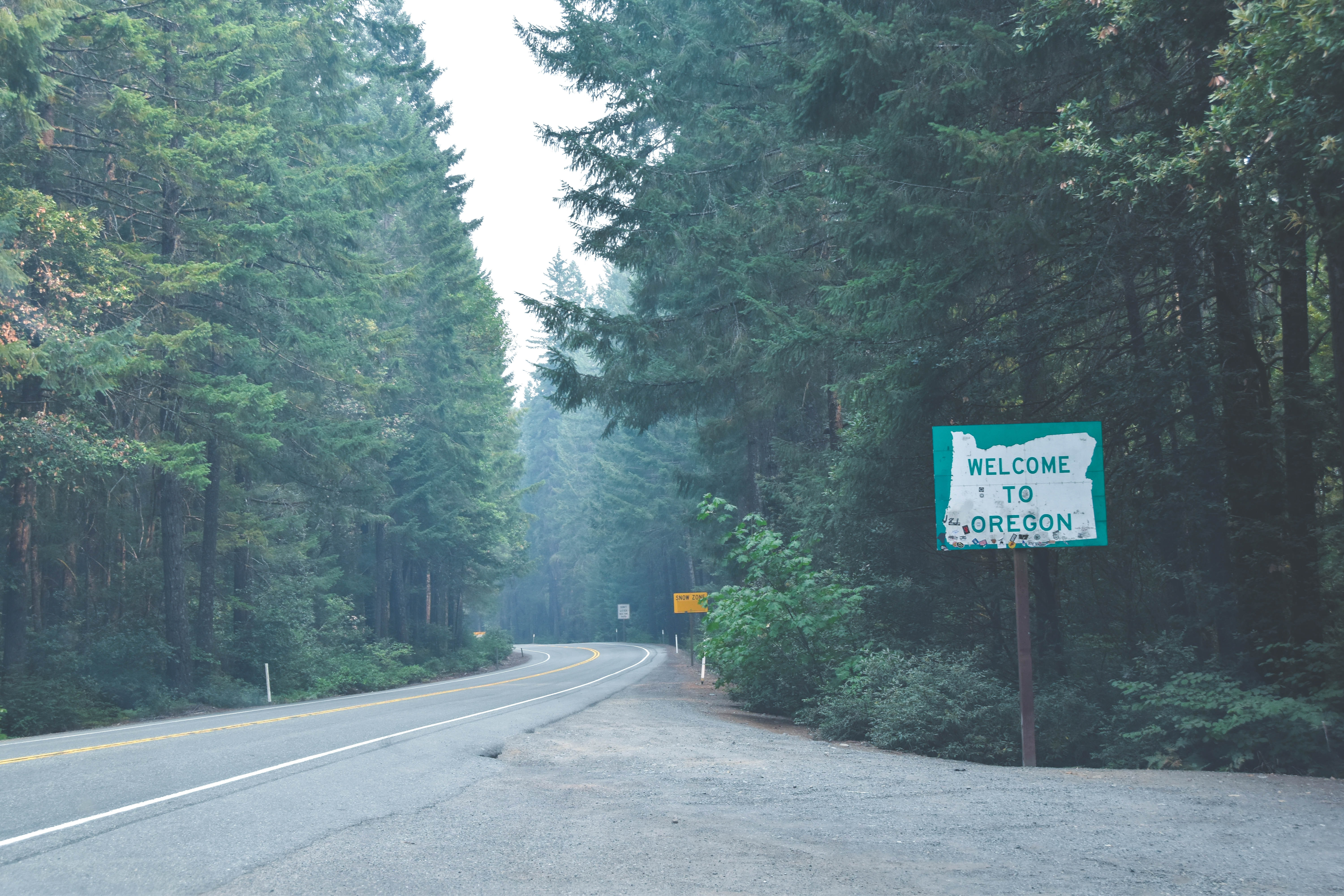 welcome to Oregon signage near trees