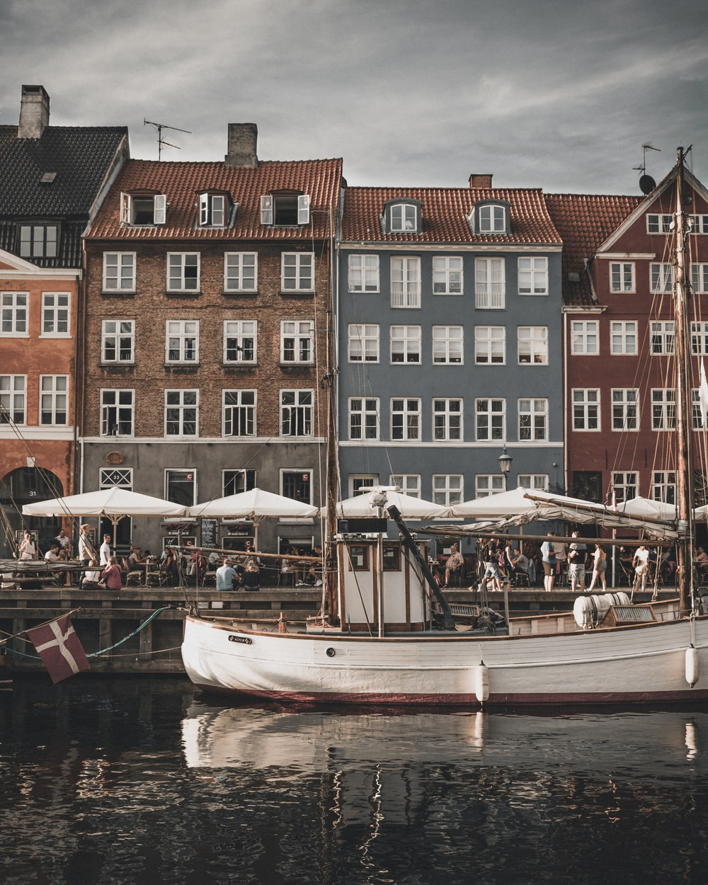 white boat canal houses during daytime