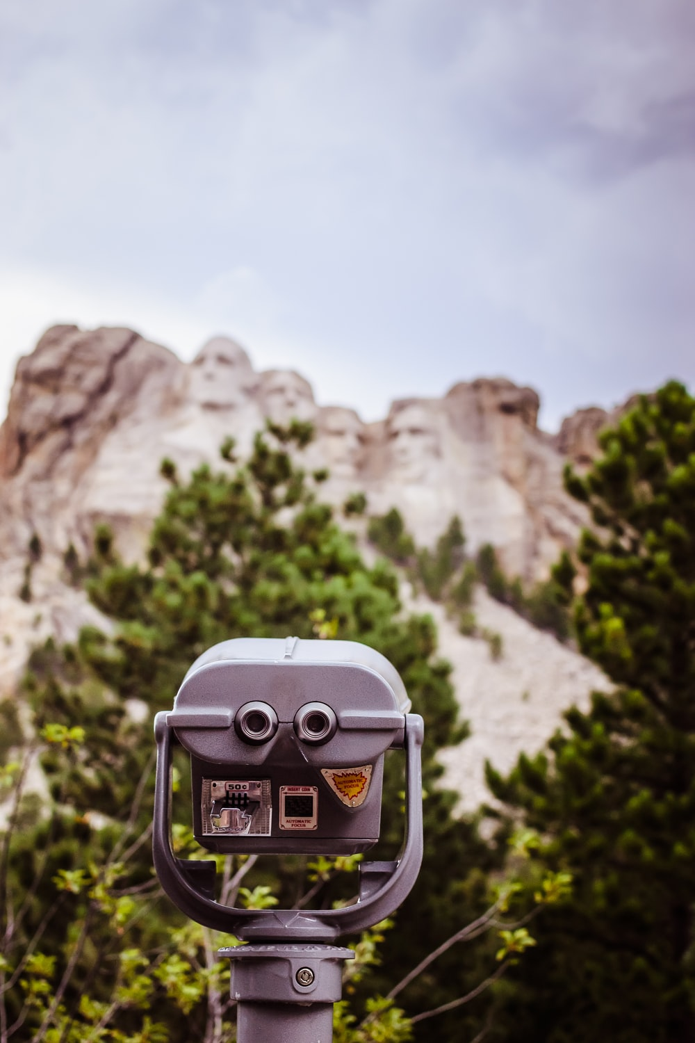 shallow focus photography of Mount Rushmore