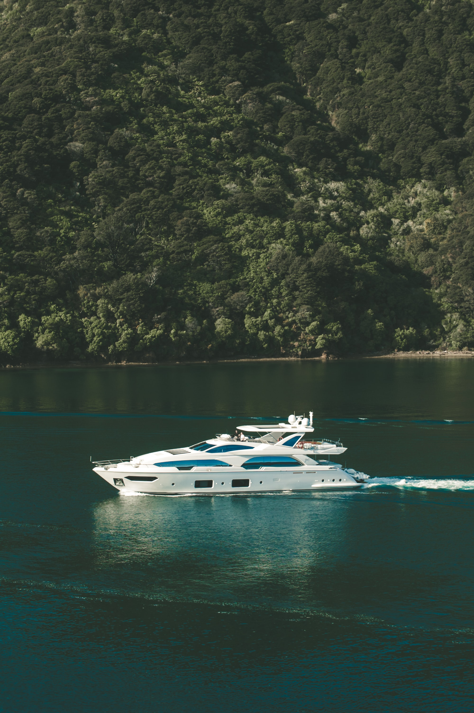 birds eye photography of yacht on body of water