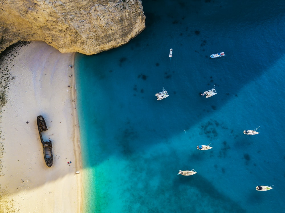 aerial view photography of boats on body of water