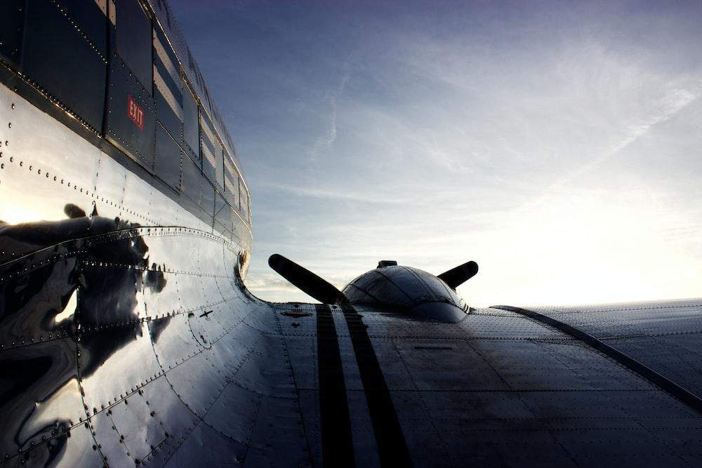airplane wing during daytime