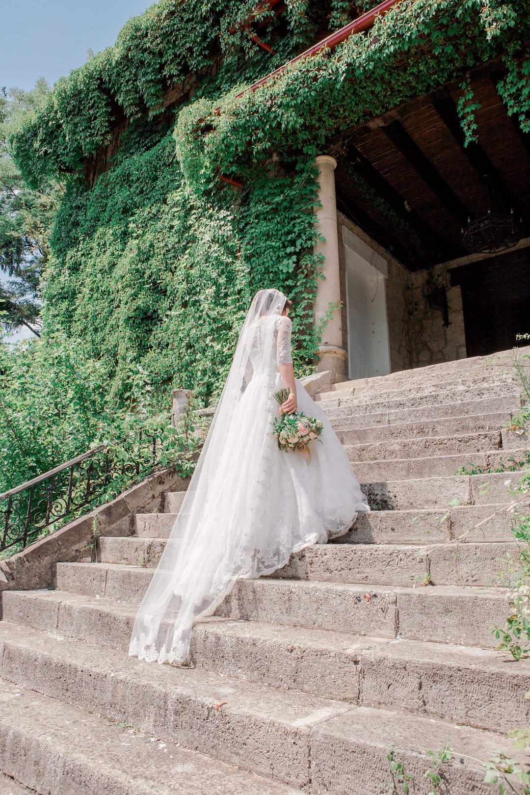 76570a14a64ab 100+ Wedding Dress Pictures | Download Free Images & Stock Photos on  Unsplash
