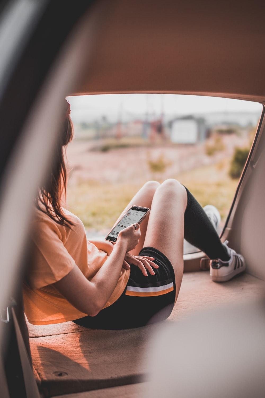 girl texting her boyfriend