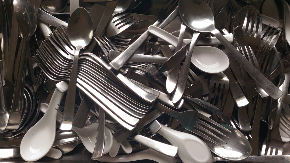 gray and white spoon and fork lot closeup photo