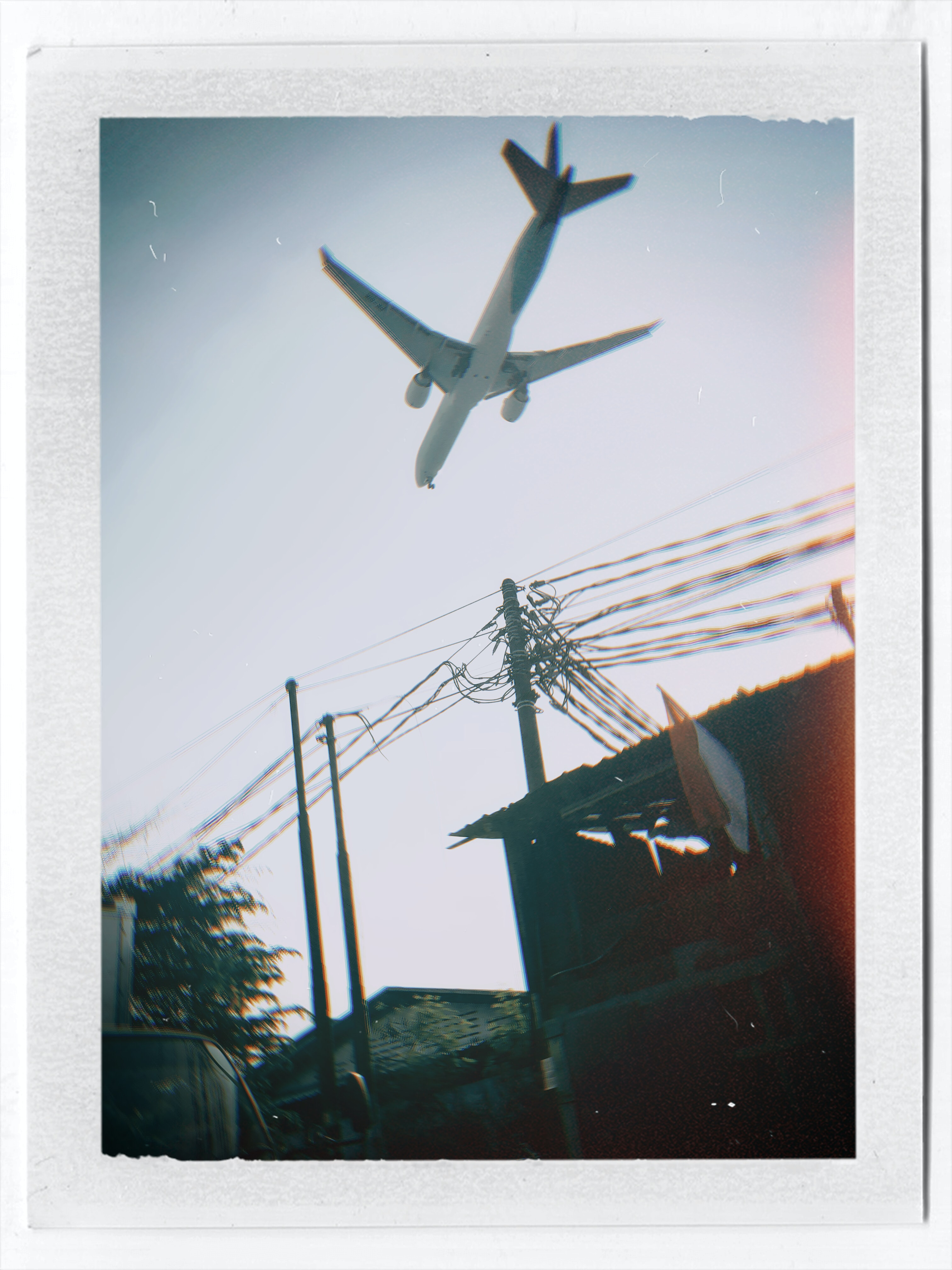 white airplane during daytiem