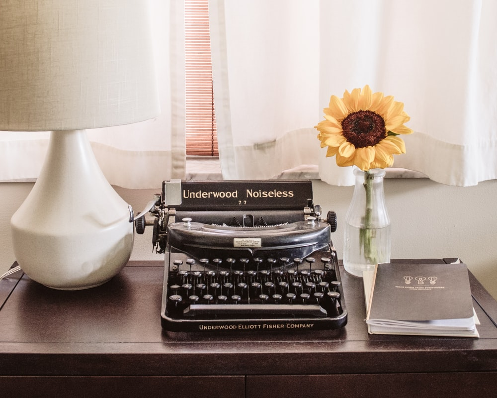 gray and black typwriter