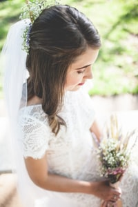 women's white lace crew-neck wedding gown