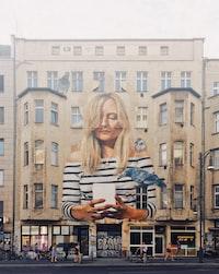 girl taking selfie graffiti