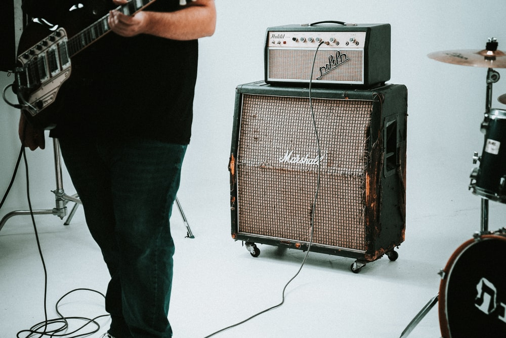 guitar amplifier near drum instrument