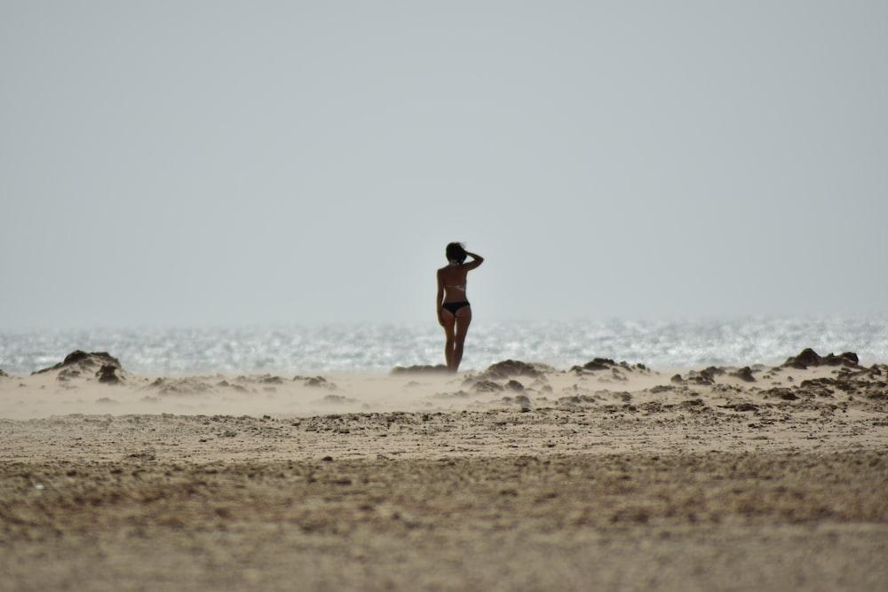 women's black bikini